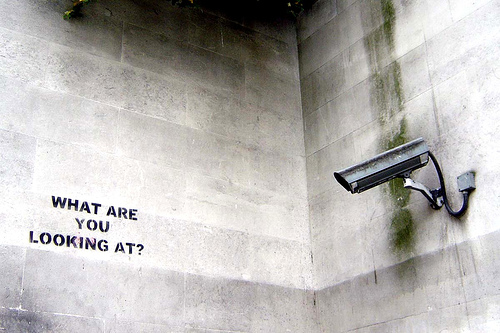 Graffiti de Banksy. What are you looking at