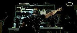 Tyler Durden mostrando al espectador la marca de una película