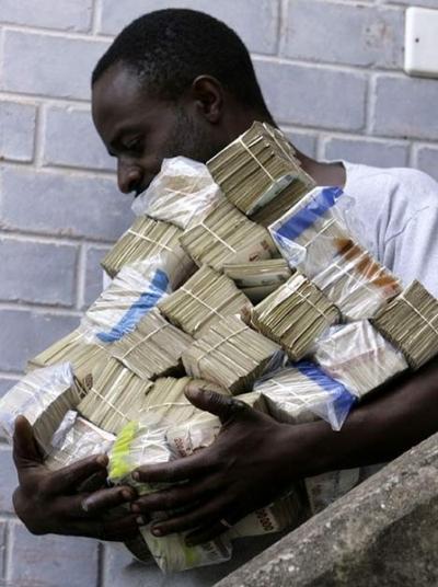 Hombre de Zimbabwe va al supermercado