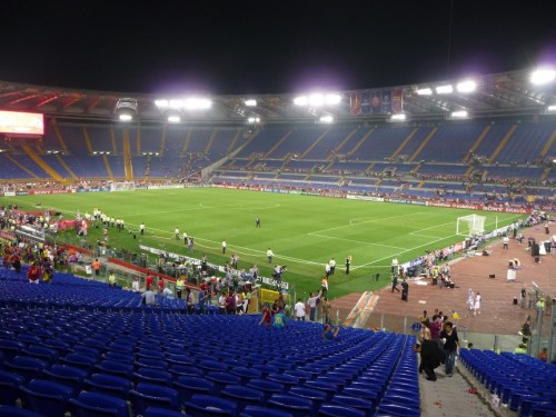 Después de la ceremonia, sólo quedaban aficionados del Barcelona... que eran pocos en el campo
