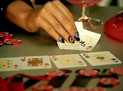 """Lady GaGa jugando a Poker en el videoclip de """"Poker Face"""""""