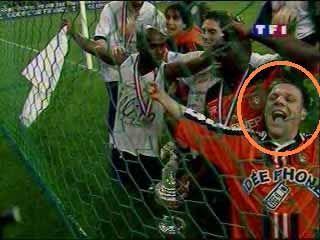 Remi Gaillard celebrando la Copa de Francia 2002